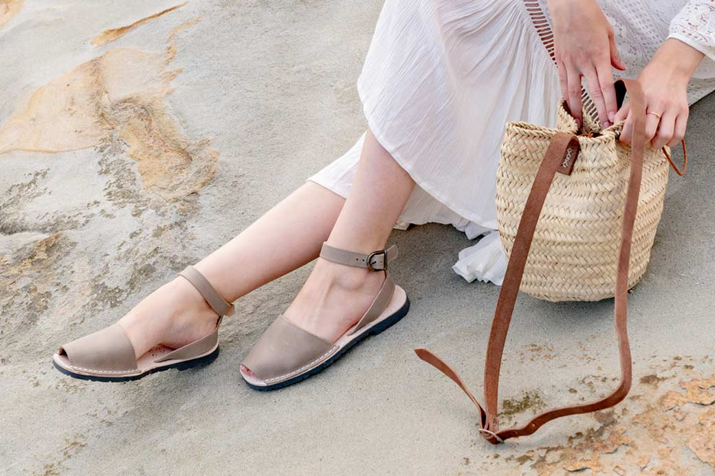 Outlet FINAL SALE - Classic Style Strap Taupe